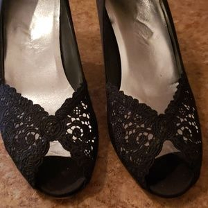 Stuart Weitzman lace satin pumps - 3 inches